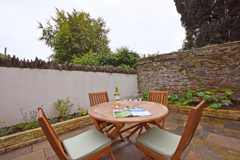 Wild Rose Cottage, Asprington - Patio area with bistro tables