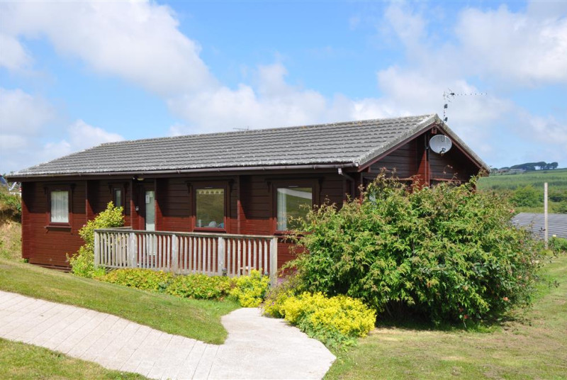 Situated on the edge of Hartland Forest amidst unspoilt rolling countryside, this privately owned lodge offers quality accommodation in a peaceful location